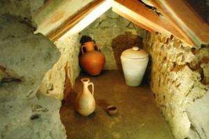 Interno della tomba a camera ipogea della necropili di Alba Pompeia - (I, II sec. d.C., località San Cassiano)