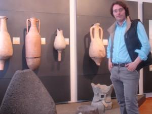 dott. Marco Mozzone, nella sale delle anfore romane del museo Federico Eusebio di Alba
