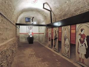 La galleria dei Summi Viri e il busto dell'imperatore Pertinace presso il Complesso delle Antiche Mura