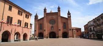 La Cattedrale di San Lorenzo e piazza Risogimento