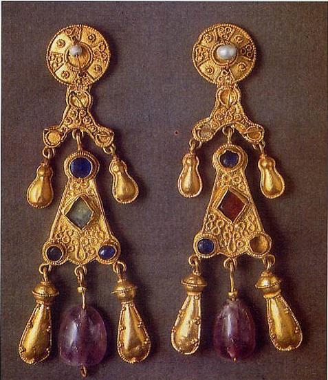 Orecchini pendenti, VII sec., Roma, Museo Nazionale dell'Altomedioevo.